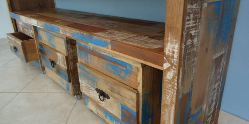 moveis de madeira de demoliçao azul